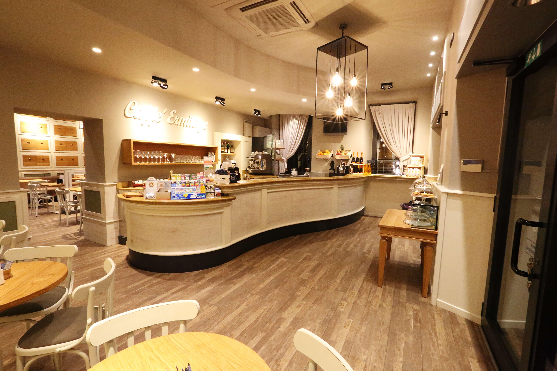 Arredamento caffetteria progetti su misura metalfrigor for Arredamento caffetteria