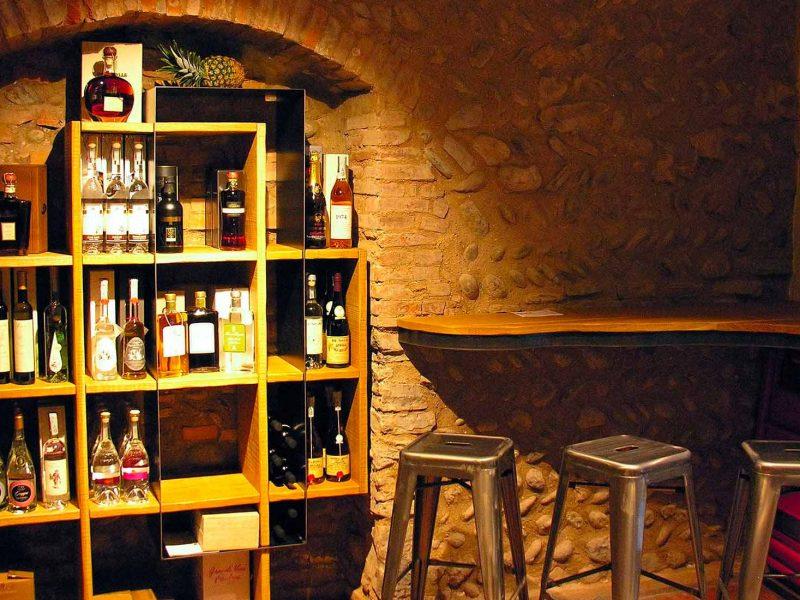 Arredamento wine bar personalizzato metalfrigor for Arredamento lounge bar