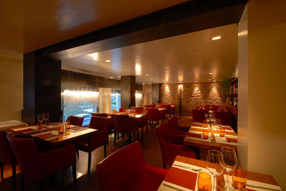 Arredamento lounge bar a i giardini metalfrigor for Arredamento lounge bar