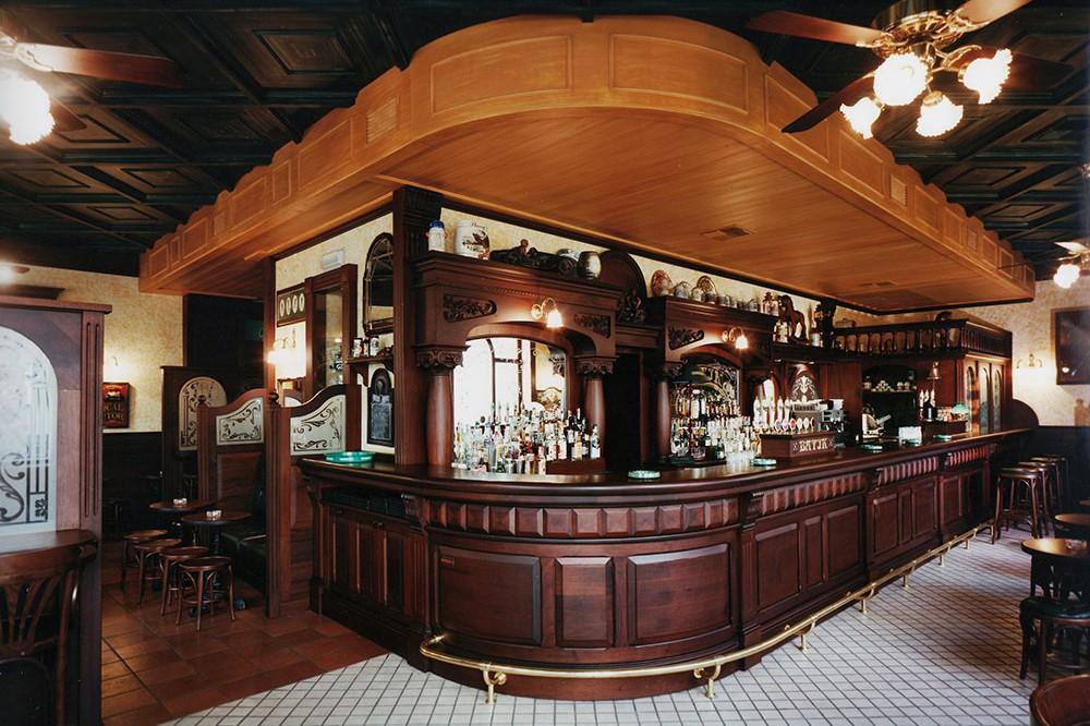 Arredamento e allestimento birreria e pub metalfrigor for Arredamento per pub e birrerie